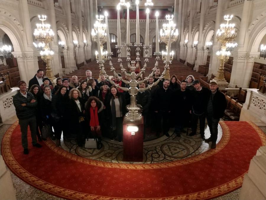 עם הרב סבג בבית הכנסת הגדול בפריז
